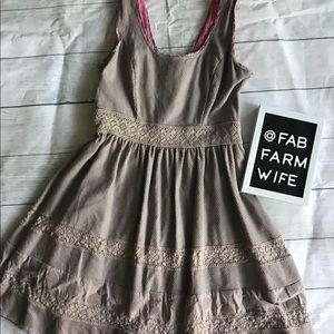 EUC Jessica Simpson taupe dress. Size 6.